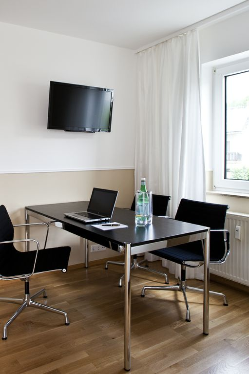 48Stenger_BusinessApartment_Arbeitsbereich