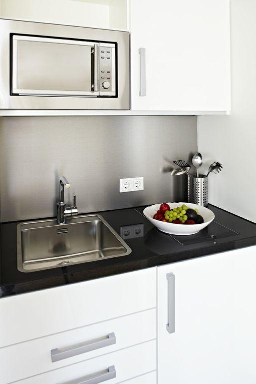 48Stenger_BusinessApartment_Küchenzeile